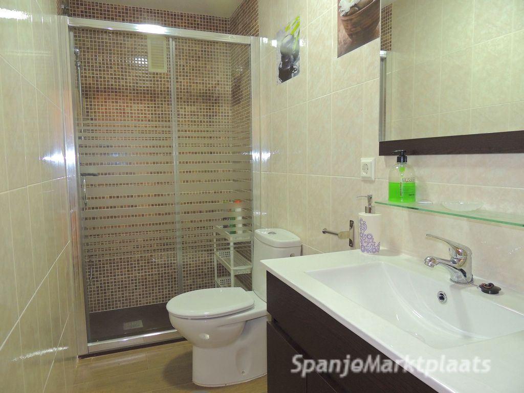 Leuk 1 slaapkamer appartement met nieuwe badkamer